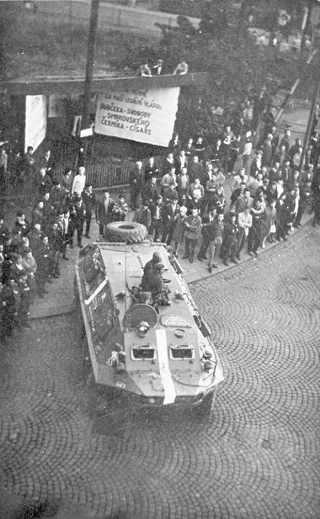 Tank v Kadaňské ulici v Chomutově.