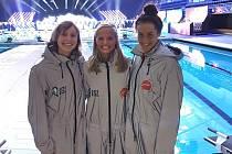 České holky v Americe. Simona Kubová (uprostřed) s Katie Ledecky a Anikou Apostalon.