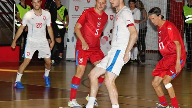Charitativní zápas fotbalové a futsalové reprezentace ČR pro fyzioterapeuta Vladimíra Mikuláše