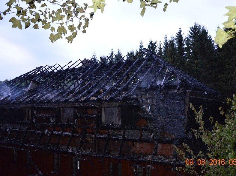 Vyhořel penzion v Mezihoří.