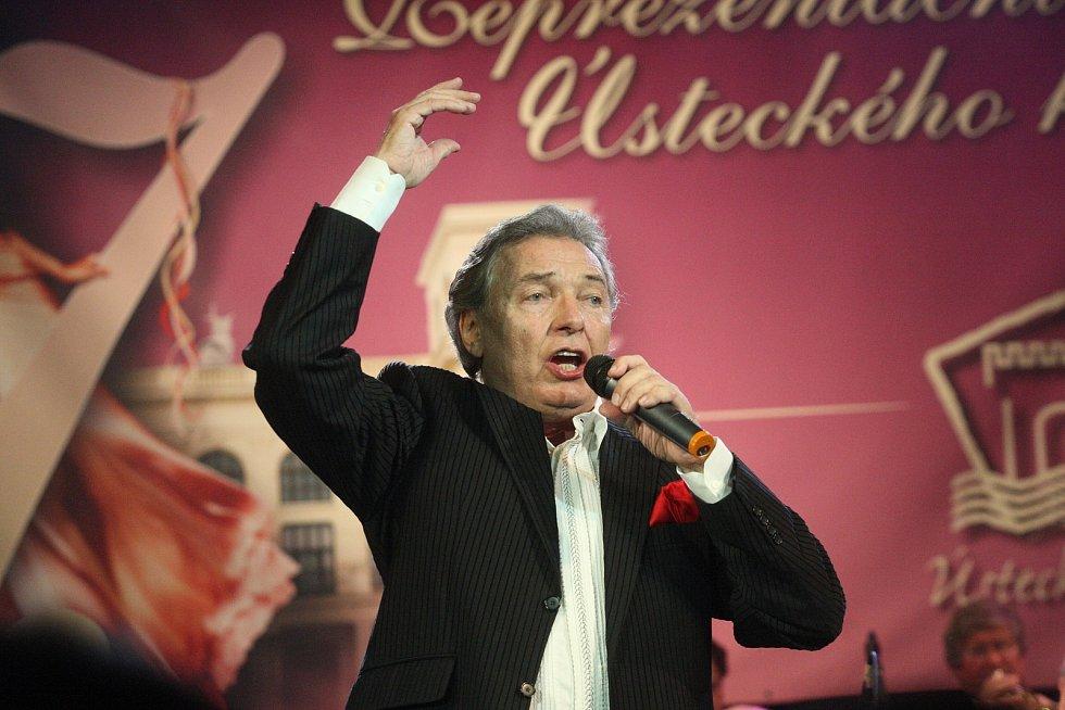 Reprezentační ples Ústeckého kraje v chomutovském divadle.