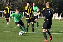 Fotbalisty Března (v zeleném) čeká derby v Klášterci.