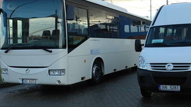 Nový autobus Dopravního podniku měst Chomutova a Jirkova.