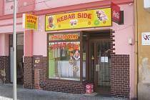 Prodejna rychlého občerstvení v Kostelní ulici v Jirkově, kterou hygienici museli zavřít kvůli žloutence jedné brigádnice.