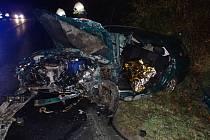 Vážná dopravní nehoda na silnici mezi Kadaní a Tušimicemi.