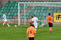 GÓL: Třešničkou na dortu byl čtvrtý gól Patrika Gedeona, kterému parádně naservíroval míč do nohy z levé strany Martin Boček. To se nedalo neproměnit.