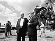 Pochod z tábora v Teplé, rok 1991. Chomutovský Junák spolupracuje i se zahraničními skauty. Pravidelně se například účastní i mezinárodního setkání Intercamp skautů z Holandska, Německa a Belgie.