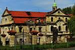 Nový majitel zachraňuje zámek Poláky u Nechranické přehrady.