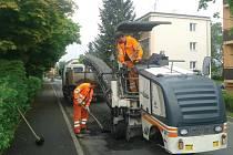 Technické služby v Chomutově už začaly opravovat silnice. První na řadě jsou trasy MHD.