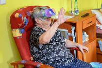 Kadaňským seniorům virtuální realita učarovala.