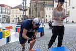 Umělci i lidé z ulice si připomínají výročí uměním.