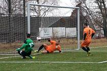Do bojů v nové sezoně zasáhl úspěšně také tým Baníku Březenecké (zelení).