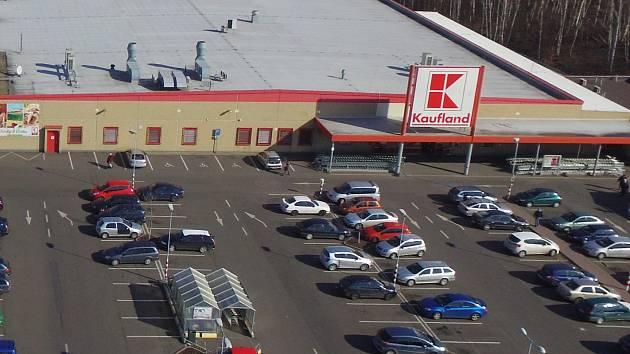 Kaufland v Otvické nákupní zóně.