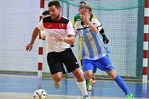 Lukáš Kaidl (vlevo) nahrával v úvodním utkání na dva góly domácích.