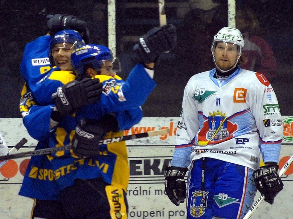Ústečtí hokejisté si z Chomutova odzvezli vítězství.