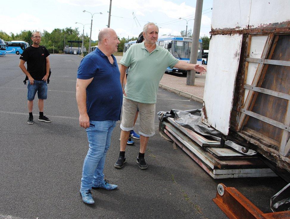 Michal David přislíbil, že pomůže se sháněním sponzorů, aby se mohla obnovit maringotka po Karlu Kludském. Sám je totiž příbuzným slavného cirkusáckého rodu.