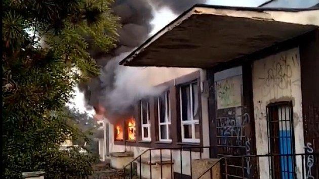 Požár budovy bývalého podniku Mexiko v Jirkově