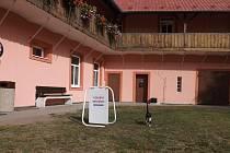 Vyšší volební účast než v jiných okrscích hlásí Strupčice. Kolem půl dvanácté byla volební účast přes padesát procent.