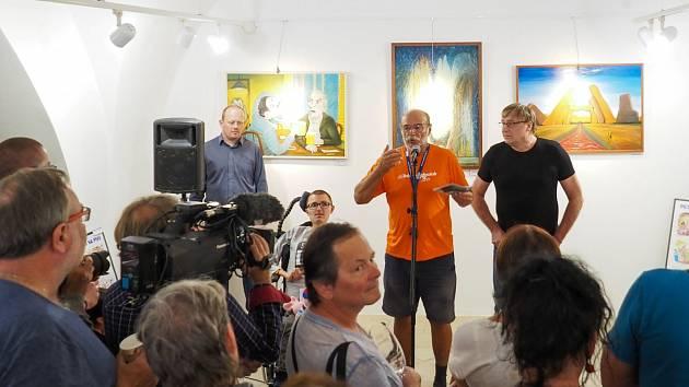 Vernisáž výstavy moderoval herec Pavel Nový, kamarád Petra Urbana, a přítomen byl i Martin Petrásek, který pro kreslíře připravil náměty k jeho kresleným vtipům.