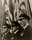 Vjezd německých vojsk do Kadaně v říjnu 1938. Ve stejné době musely pohraničí opustit tisíce Čechů.
