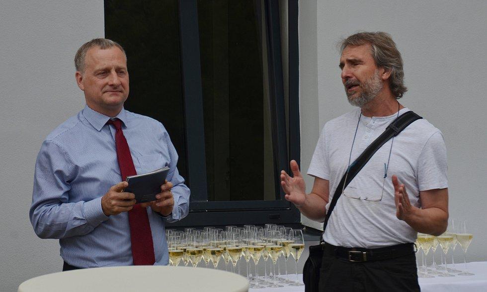 V Jirkově otevřeli nové infocentrum s multimediálním hasičským muzeem.  Na snímku je projektový specialista Jan Buriánek a scénograf Ivo Plas.