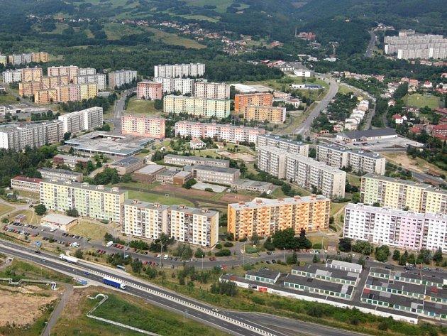 Pohled na chomutovská sídliště Písečná, Zahradní a částečně i jirkovská.