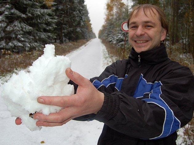 První sníh na Chomutovsku nedaleko Černého Potoka.