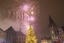 Závěrečný ohňostroj na chomutovském náměstí.