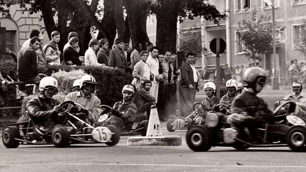 V dalším díle našeho historického seriálu se vypravíme do roku 1972. V Kadani v září slavili Hornický den a v tomto roce ho vylepšily závody motokár a také prototypů Formule 1.