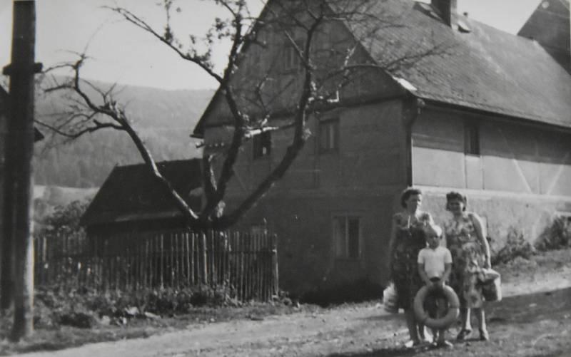Dům na předválečném snímku.