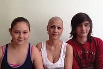 Paní Soňa s dcerou a synem v období, kdy absolvovala jednu chemoterapii za druhou.