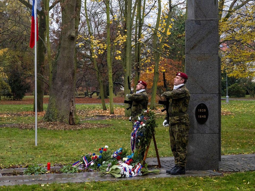 Občané Chomutova si 17. listopadu v městském parku připomněli výročí událostí roku 1989