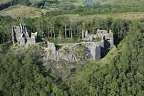 Z kdysi mohutného hradu jsou dnes už jenom rozvaliny. I přesto návštěvníky stále lákají