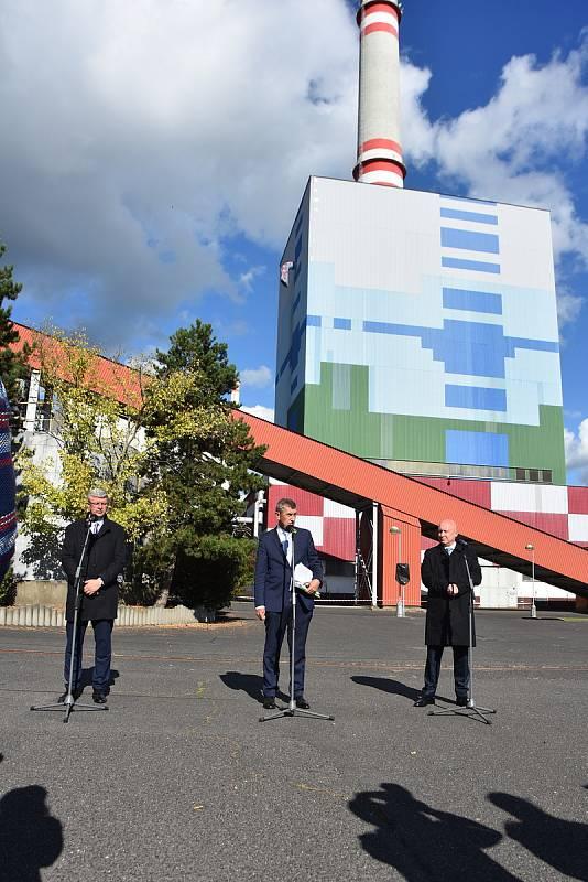 Bývalou elektrárnu v Prunéřově, místo které by mohla vzniknout gigafactory, navštívil premiér Andrej Babiš spolu s vicepremiérem Karlem Havlíčkem a generálním ředitelem a předsedou představenstva ČEZ Danielem Benešem.