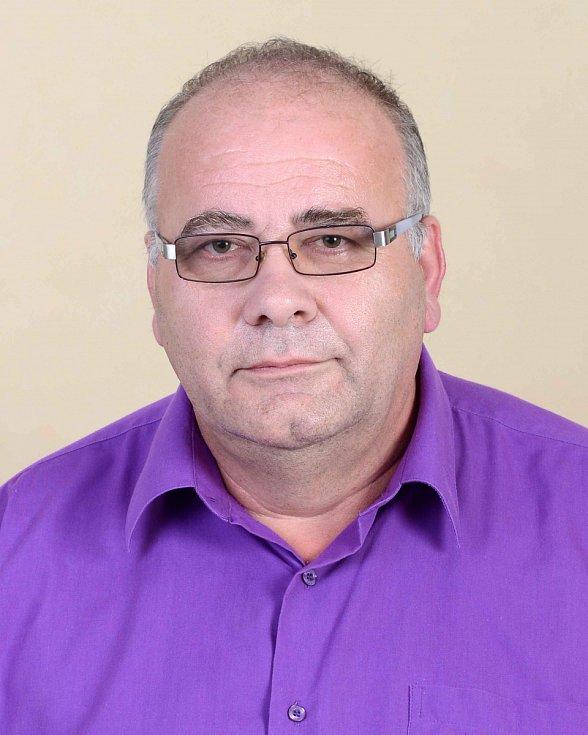 Petr Škuta -ČSSD, 58 let, ředitel.