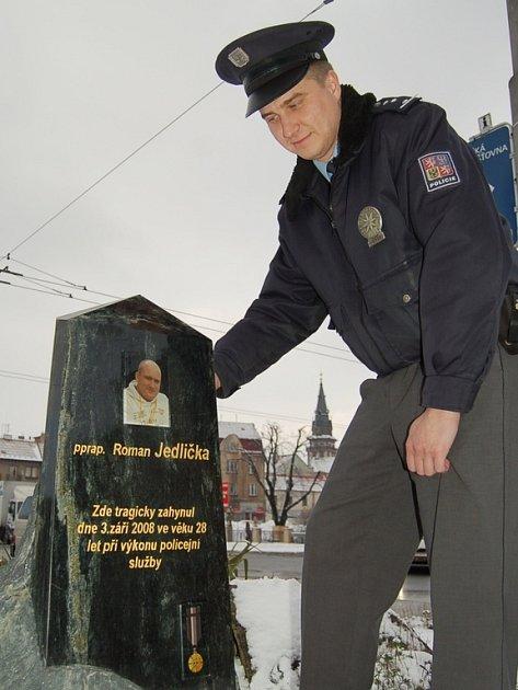 Rozloučit se přišel i bývalý spolužák a nadpraporčík Rudolf Krahulík.