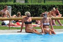 Mezi nejoblíbenější koupaliště v okrese patří to ve Strupčicích (na snímku). Jezdí sem lidé z celého okresu. Sportovní areál nabízí všestranné vyžití a čistý bazén.