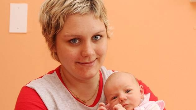 Rozárka Vyčichlová se narodila v kadaňské porodnici 20. 4. 2008 ve 19:00 hodin. Míra 50 cm, váha 3,35 kg. Na snímku s maminkou Nikolou Vyčichlovou z Chomutova.