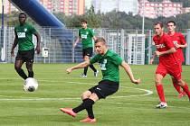 Střelec gólu Jiří Ježdík, vzadu Eric Kwame a Jan Hyneš.