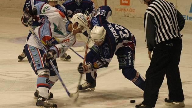 Snímky z prvního domácího zápasu KLH Chomutov s Vrchlabím.