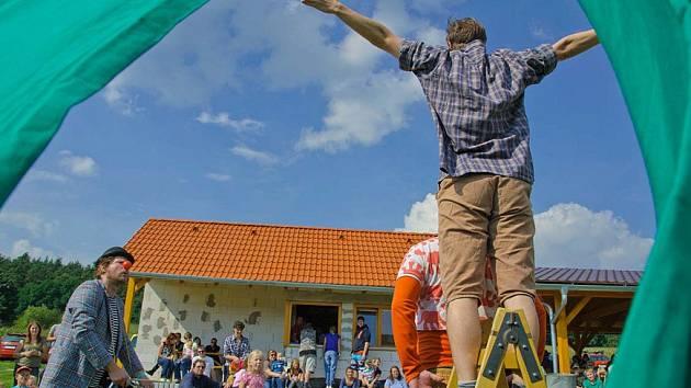 Petr Batěk organizuje v Klášterci premiérový festival pro rodiny. Zatímco v první části si přijdou na své děti a mládež, závěr bohatého programu bude patřit dospělým.