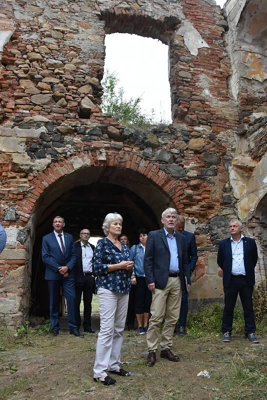 Prohlídka zámku Pětipsy.