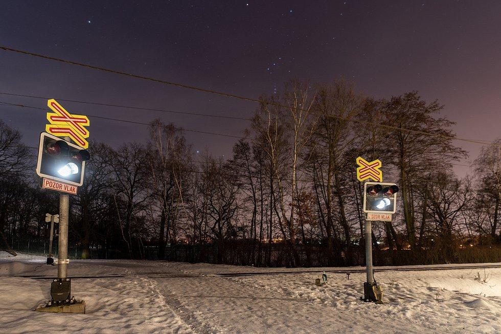 Železniční přejezd u cyklistické stezky v blízkostí Zooparku Chomutov a Kamencového jezera. (11.2.2021)