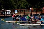 Na Kamencovém jezeře v Chomutově zápolily dračí lodě.