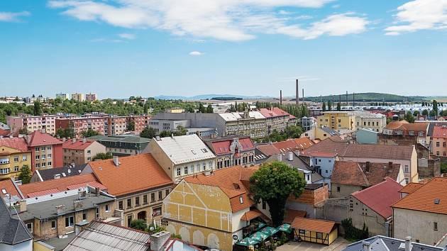Centrum Chomutova pohledem z městské věže. Ilustrační foto