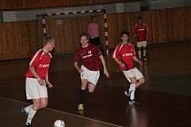 Chomutovská 1.zimní futsalová liga. Nonac CV 09 - Sparta Nonac 3:6. Hráči Sparta Nonac v tmavě červeném.