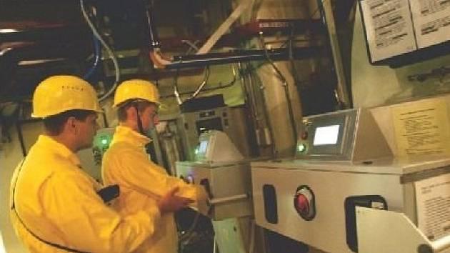 Výměná ventilů nebo vypouštění horkovodu jedny z důvodů odstávky.
