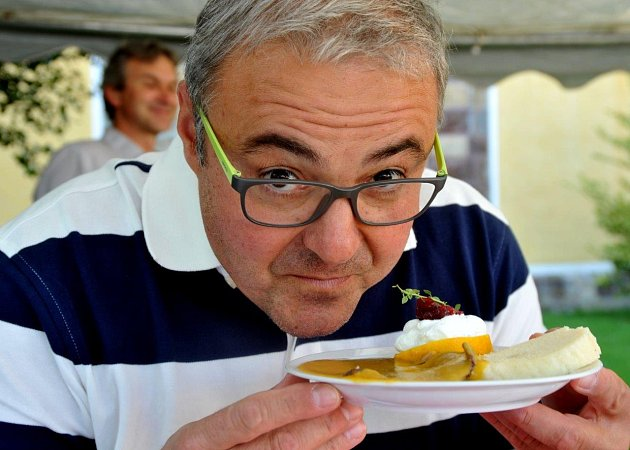 Mistrovství ve vaření svíčkové a soutěž jedlíků na Červeném Hrádku 2015.