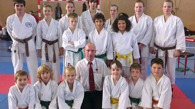 Závodníci Karate klubu Kadaň přivezli šest medailí.