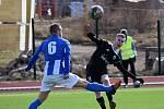 Fotbalisté Libiše (v černém) budou v sobotu hosty v Chomutově.